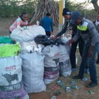 Mmametlhake Rollerskating Club, who won themselves R25 000 for collecting 21 377 cans per skater during last year, is already hard at work collecting as many bags of cans as possible to stand a chance to win their share of R788 800