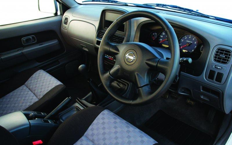 Nissan NP300 Interior