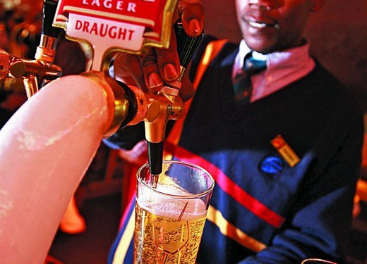 A barman pouring draught beer..jpg